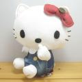 エドウィンとハローキティのコラボ第2弾が登場!サンリオ ハローキティ(Hello Kitty) EDWIN×ハローキティ デニムプリントぬいぐるみ