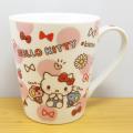 色鉛筆でサッと描いたようなかわいいイラストのマグカップ♪サンリオキャラクターズ ハローキティ(Hello Kitty) スリムマグ チラシ